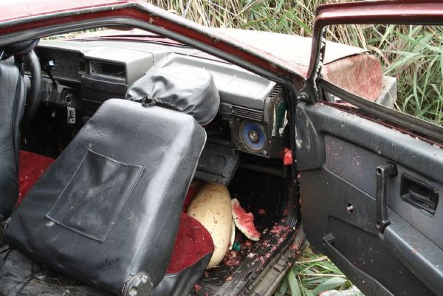 В Твери легковушка съехала в кювет, пострадал водитель