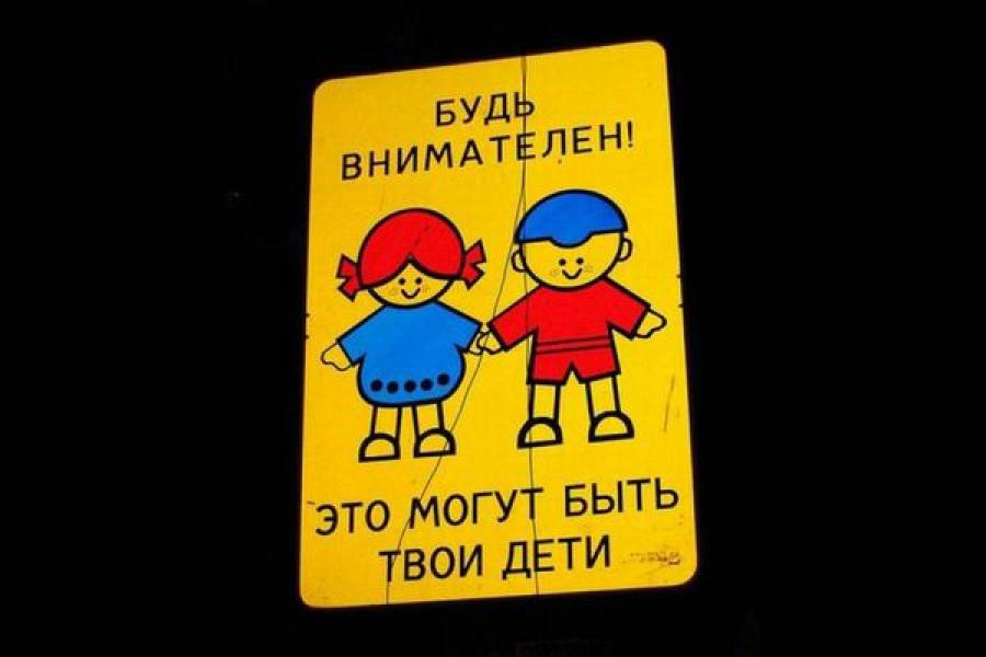 Неопытный водитель сбил двух девочек на улице Орджоникидзе в Твери