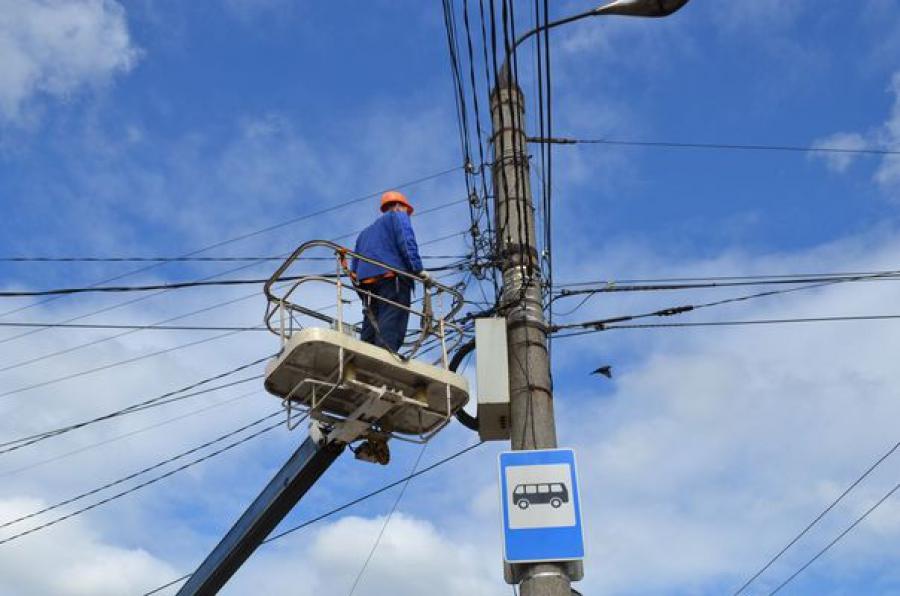 На привокзальной площади в Твери обесточили 5 киосков, незаконно подключенных к электросетям