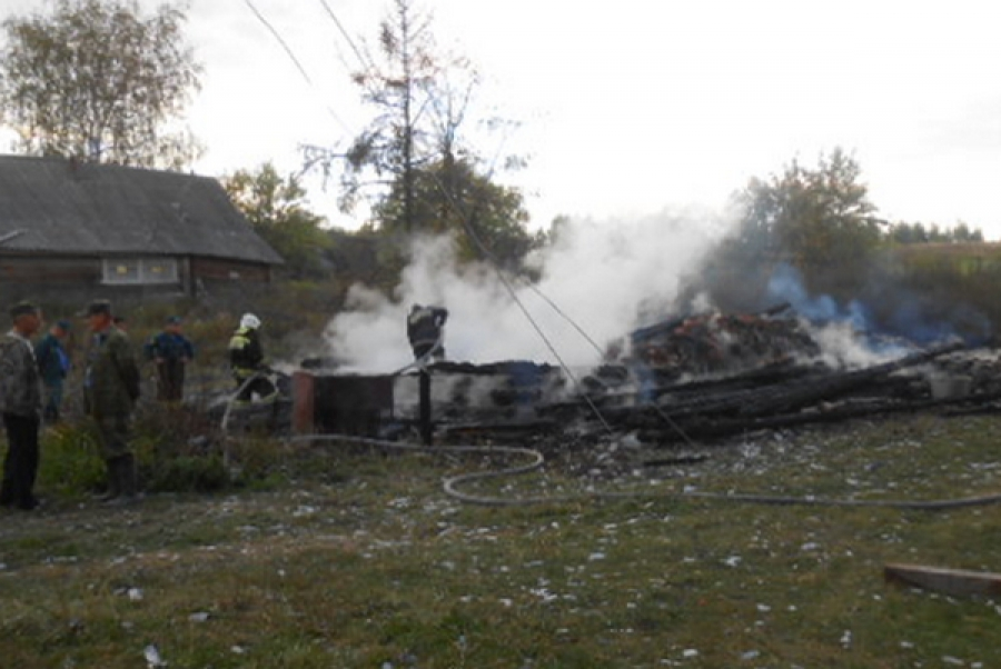 В Максатихинском районе из-за неосторожности при курении сгорел дом и погиб человек