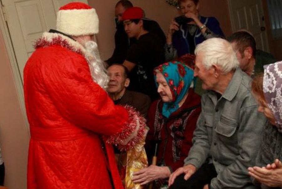 Новогодние подарки для одиноких стариков собирают в Лихославле
