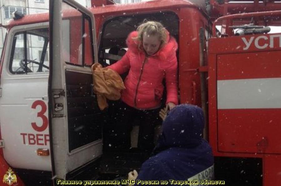 На пожаре в тверском Заволжье были эвакурированы 10 человек