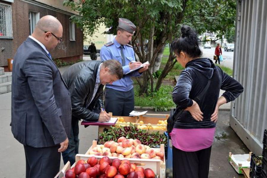 Работать незаконно предпочитают многие продавцы овощей и фруктов в Твери