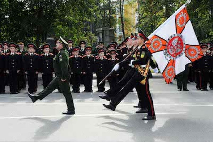 Губернатор напутствовал суворовцев-первокурсников