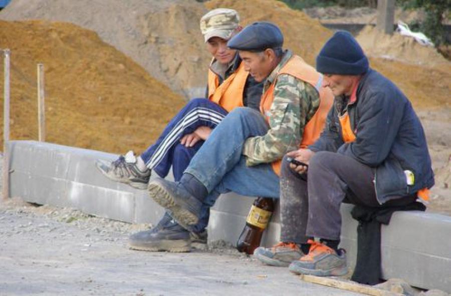 Торжокская прокуратура выявила мигрантов с «липовыми» разрешениями на работу