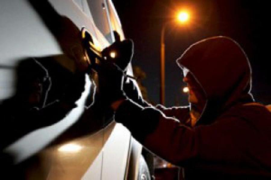 В Твери задержаны подозреваемые в серии краж техники из автомобилей