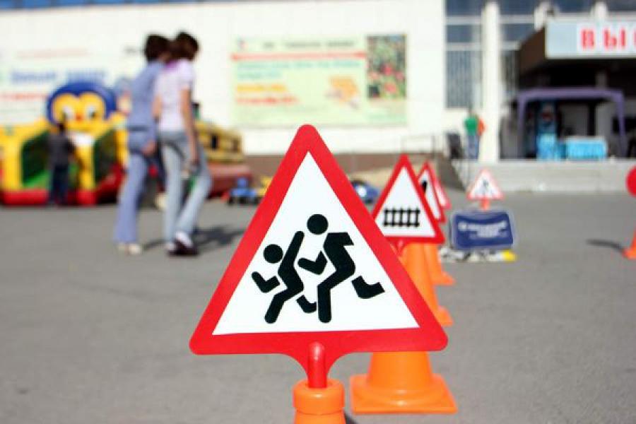 В преддверии Дня знаний Министерство образования региона напоминает водителям о детях на дорогах