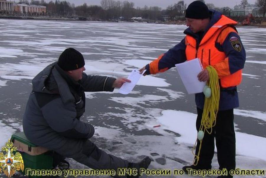 Любителей зимней рыбалки в Конаковском районе навестили инспекторы ГИМС