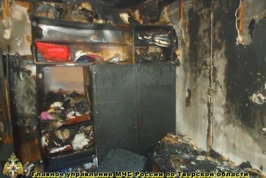 В Бежецке пожарные вывели 6 человек из горящего дома