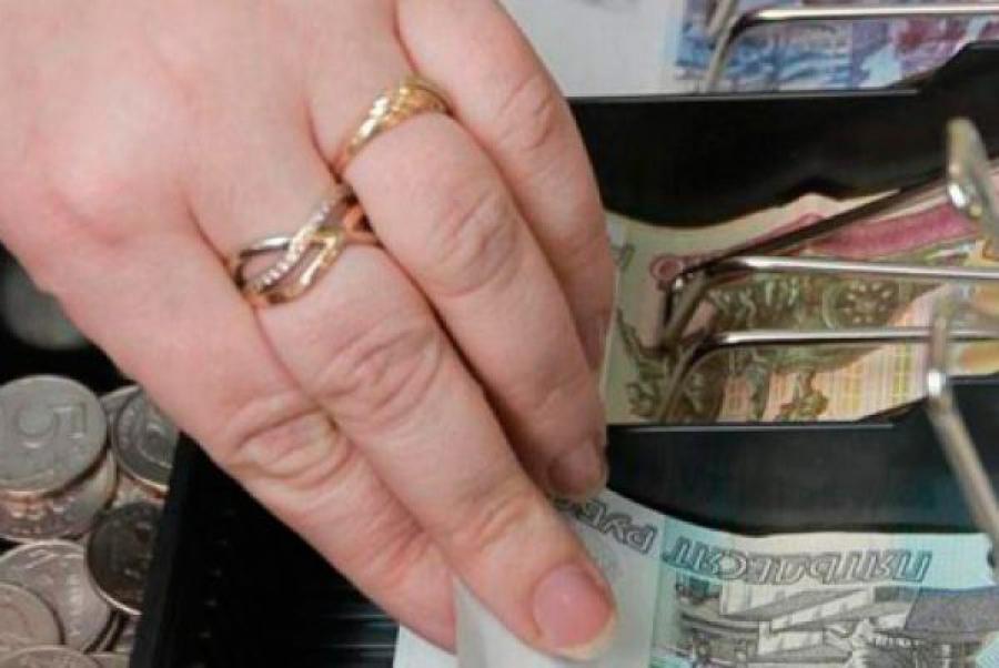 За два месяца заведующая магазином растратила полмиллиона рублей