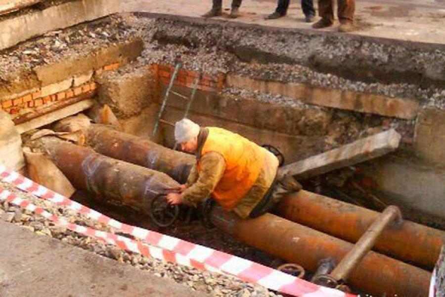 В центре Твери идет ремонт теплопровода