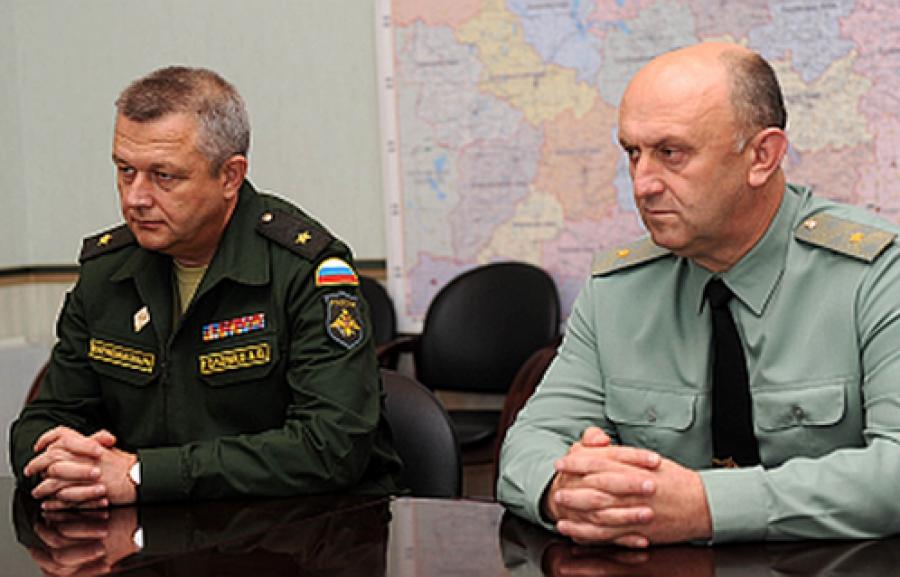 Губернатор встретился с командующим войсками ВКО