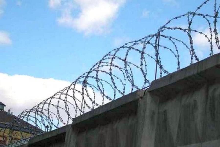 Сотрудник колонии, за мзду проносивший запрещенные предметы заключенным, сам отправится за решетку