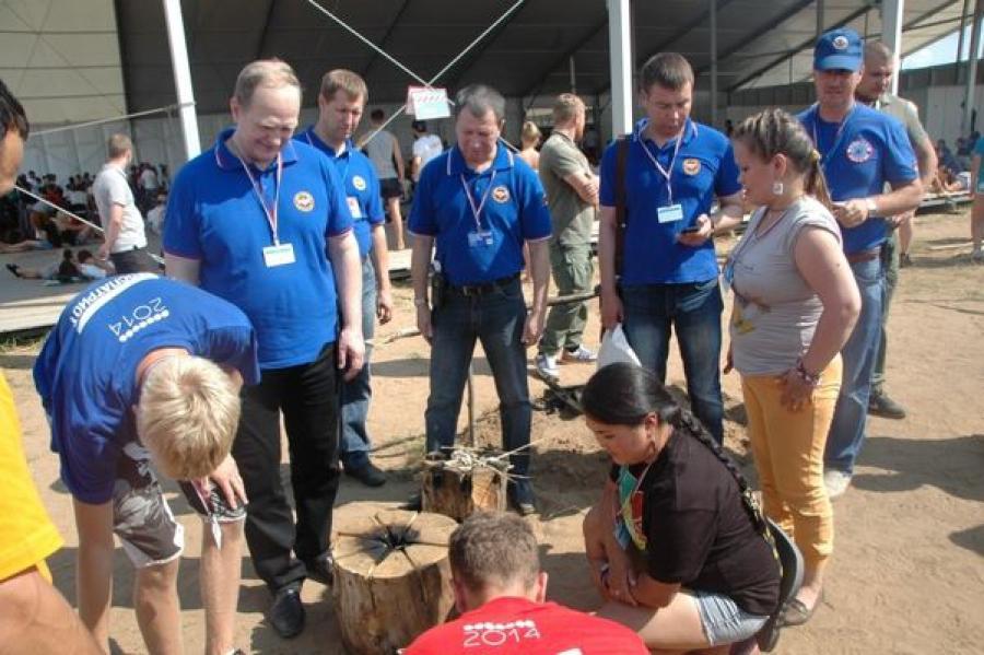 Замглавы МЧС побывал на форуме «Селигер»