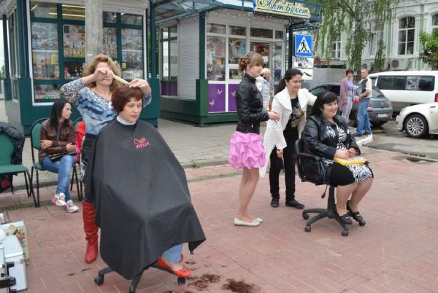На улице Трехсвятской в Твери работает выставка-ярмарка «Тверской предприниматель»