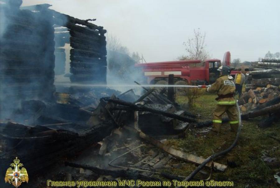 Из-за сигареты в Бельском районе сгорел дом и пострадал человек