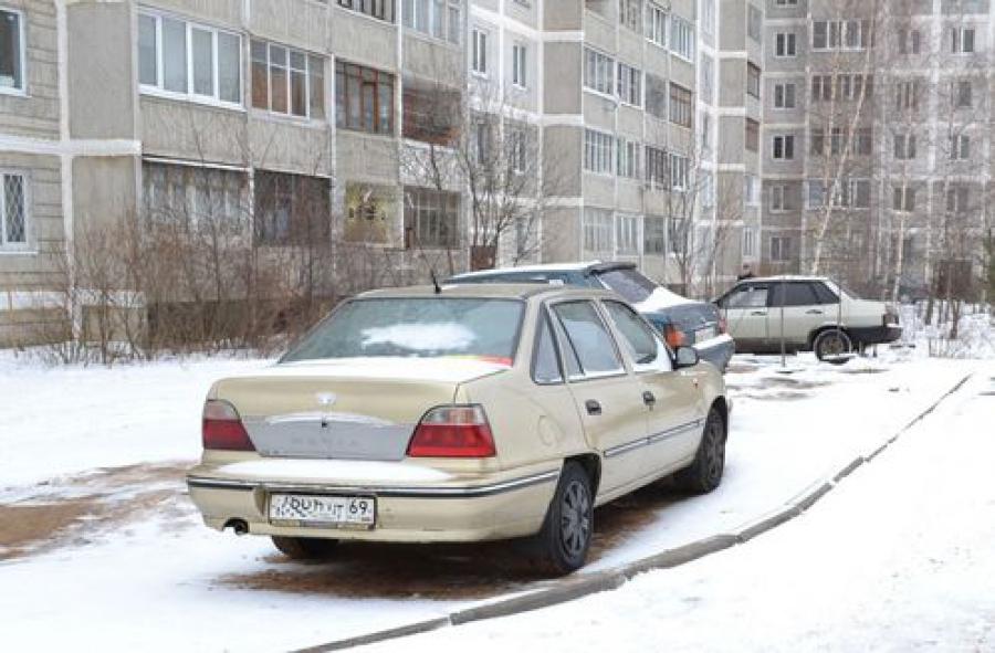 В ходе рейда в «Южном» администрация района выявила 4 нарушителей правил парковки во дворах