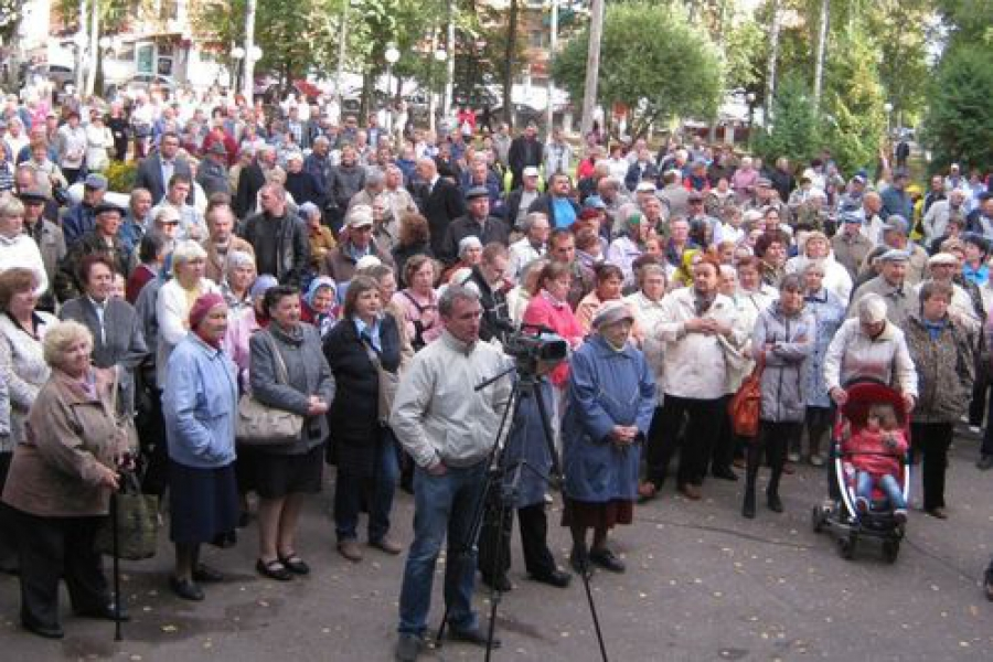 После получения квитанций на оплату коммунальных услуг нелидовцы вышли на митинг