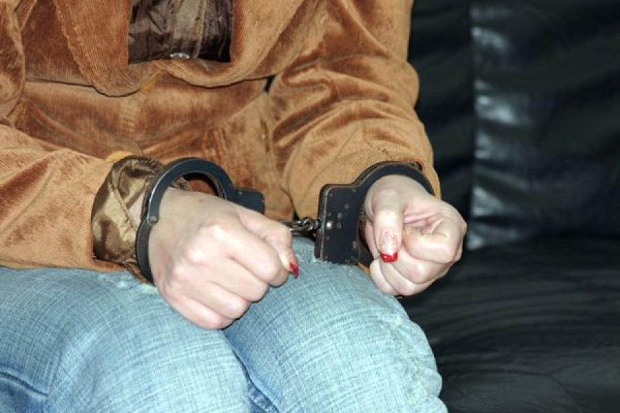 Грабительницу, угрожавшую жертве топором, задержали в Тверской области