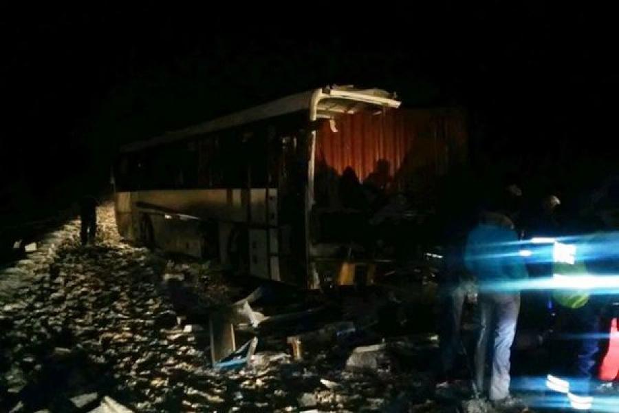 На трассе М-10 «Россия» грузовик столкнулся с автобусом, трое человек погибли