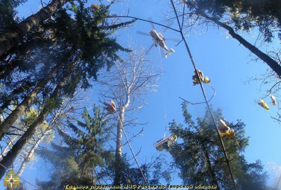 В Старицком районе поднимали обломки разбившегося в сентябре вертолета