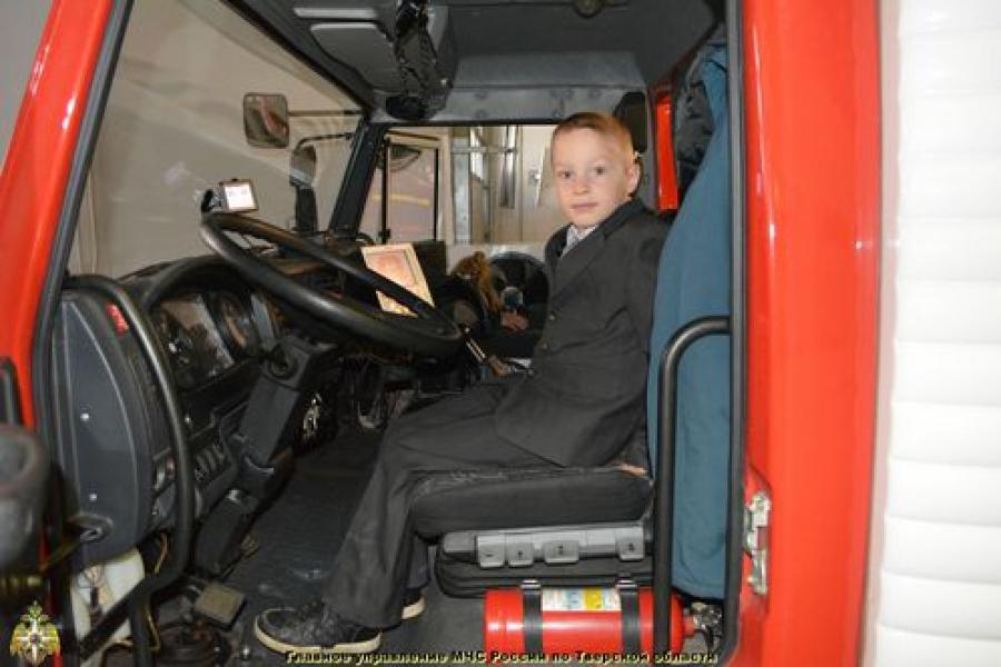 Первоклашки в гостях у пожарных