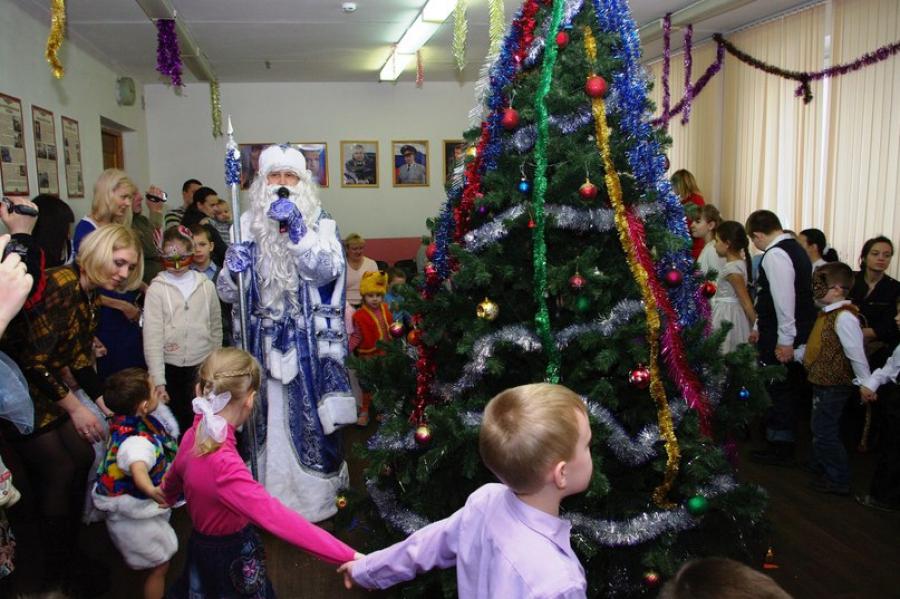 Сотрудники силовых структур поздравили с Новым годом юных жителей Верхневолжья
