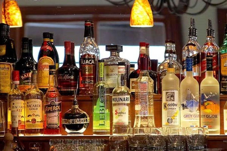 В Твери посетителям бара наливали «левый» алкоголь