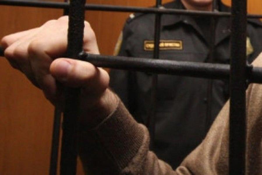 Отец, подозреваемый в избиении месячного сына, заключен под стражу