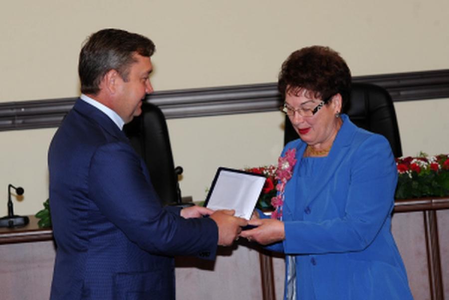 Тверских депутатов поздравил с 20-летием городской Думы губернатор
