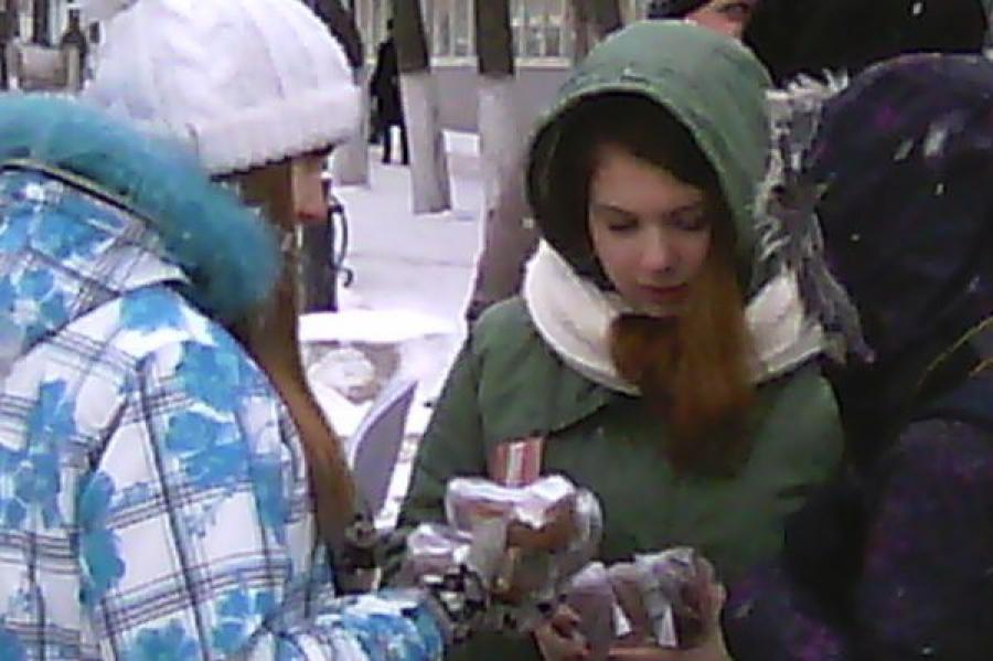 В память о снятии блокады Ленинграда в Твери раздавали «блокадный хлеб»