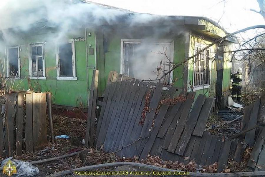 На пожаре в заброшенном доме пострадали люди