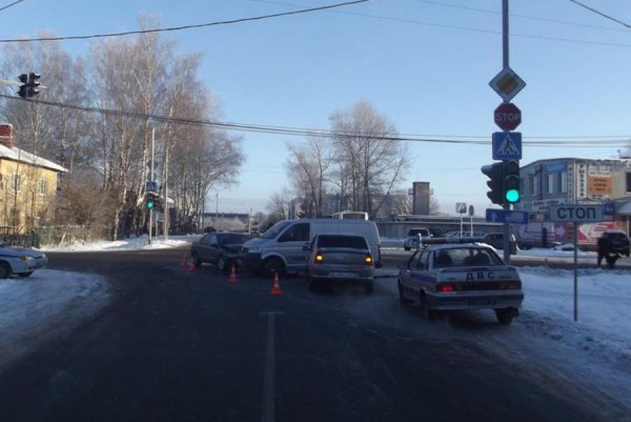 В Конакове в ДТП на перекрестке пострадала женщина