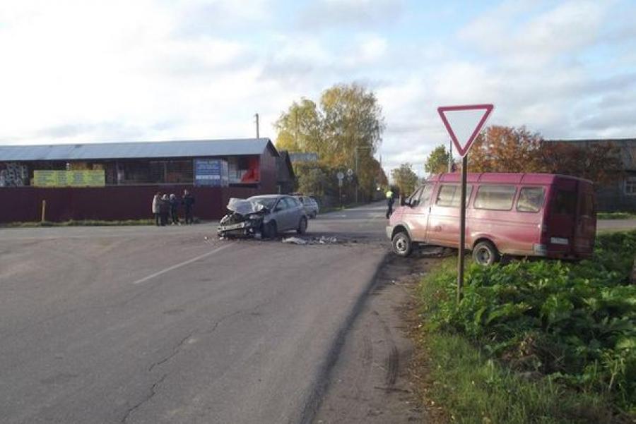 В Конаковском районе ГАЗель влетела в Ford