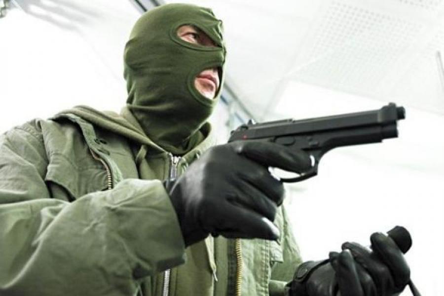 Новгородец совершил разбойное нападение на магазин в Тверской области