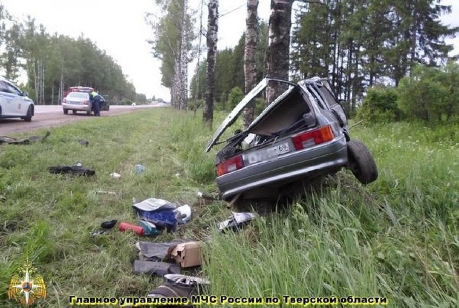 В Спировском районе ВАЗ-2114 врезался в дерево