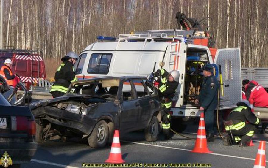 На трассе М-10 тренировались дорожники, сотрудники ГИБДД и спасатели