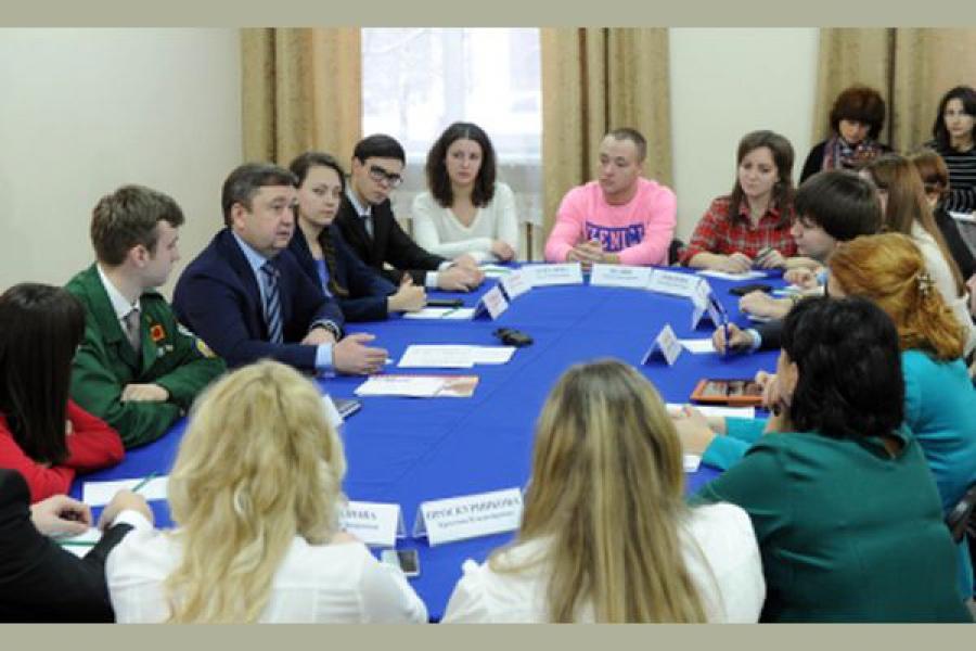 Губернатор встретился с молодыми активистами