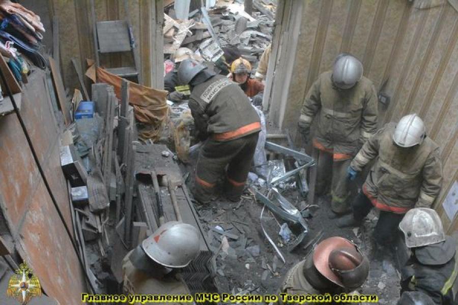 Обрушение кровли в доме в Твери: завалы разобрали, людям предложили временно пожить в гостинице