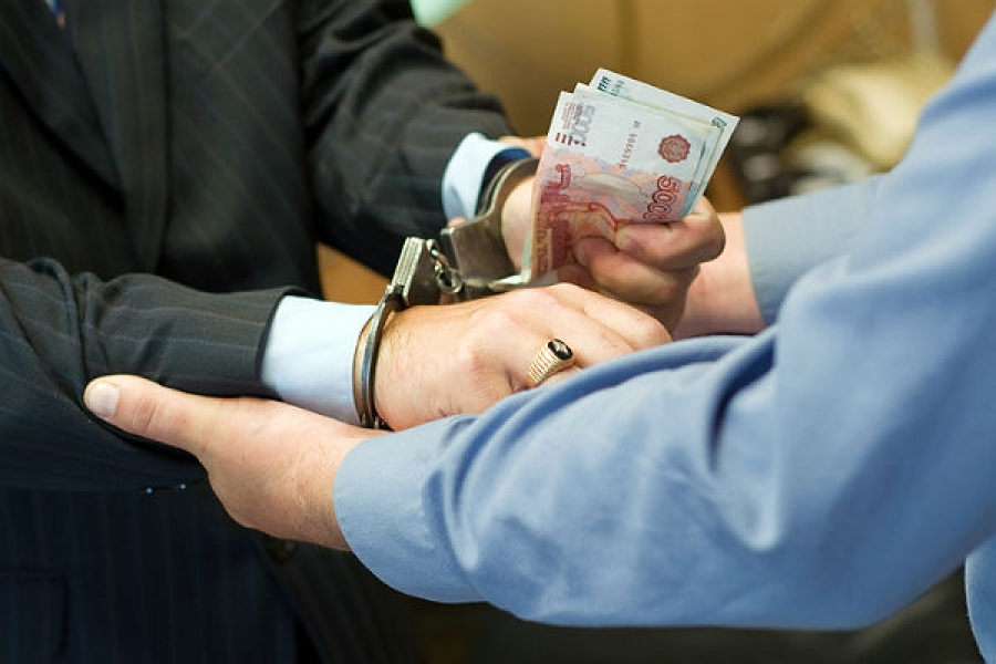 Мужчина пытался «купить» гражданство России за 30 тысяч рублей