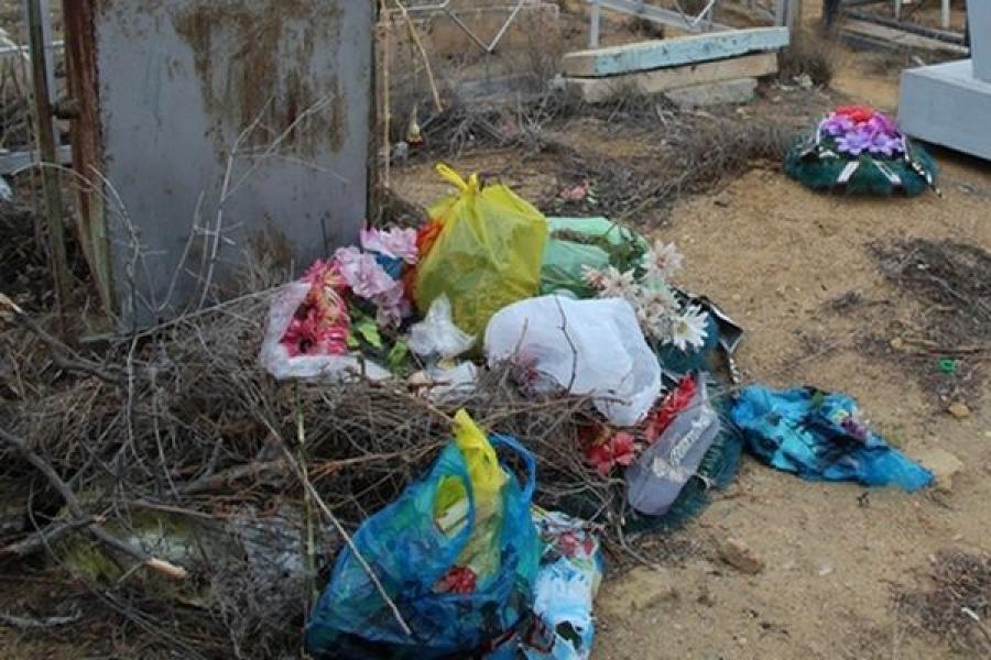 Прокуратура потребовала навести порядок на кладбище в Торжке