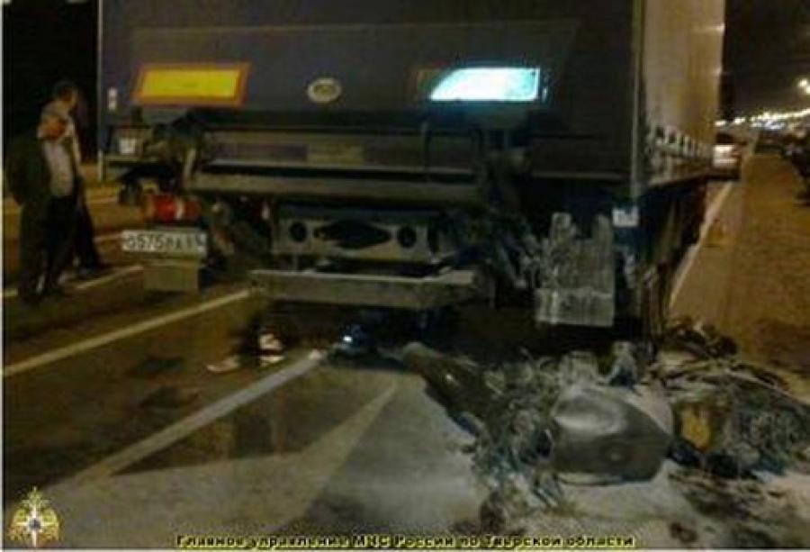 На М-10 столкнулись 5 машин, на Волоколамском шоссе погиб мотоциклист