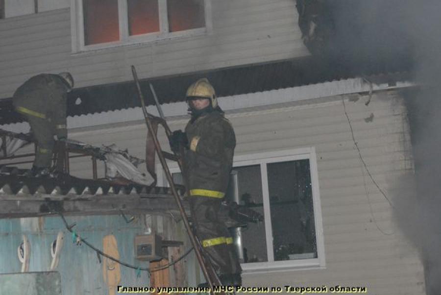 В поселке Изоплит горел жилой дом