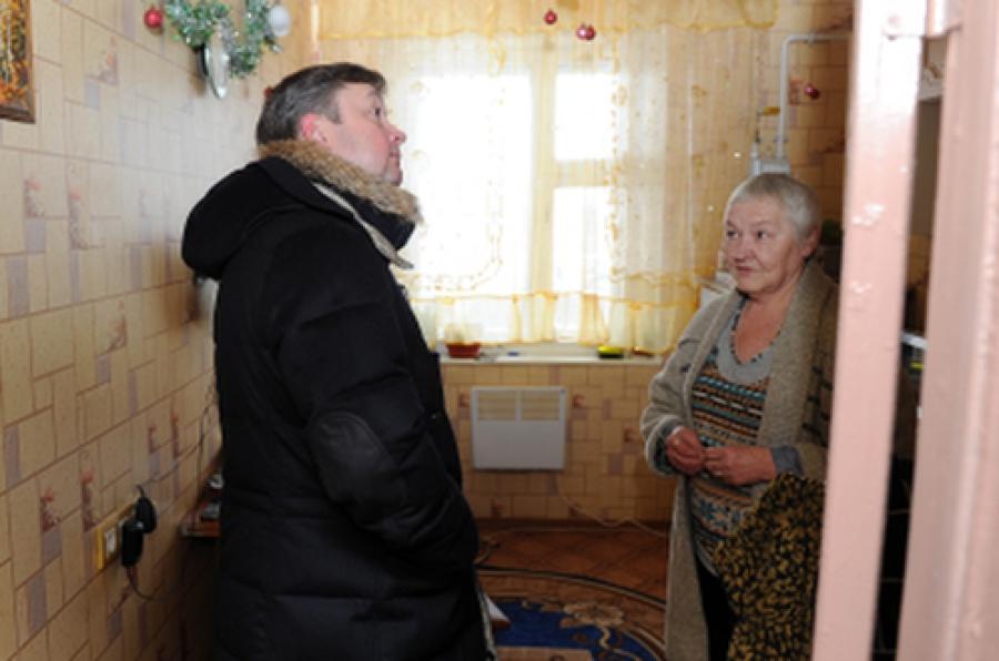 В замерзающем селе побывал губернатор