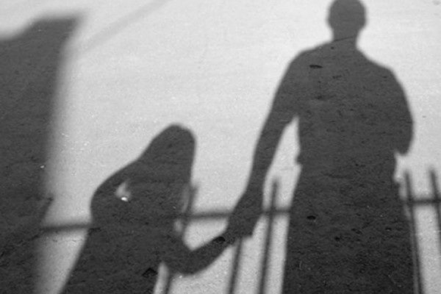 Мужчину будут судить за развращение малолетней девочки