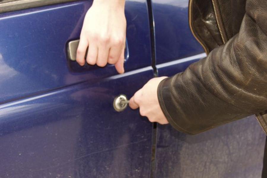 В Кимрском районе задержан автоугонщик, бросивший машину в кювете
