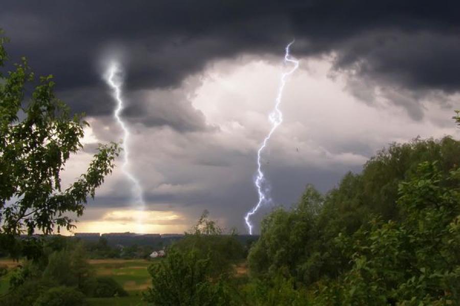 Гроза и сильный ветер: в Тверской области объявлено очередное штормовое предупреждение