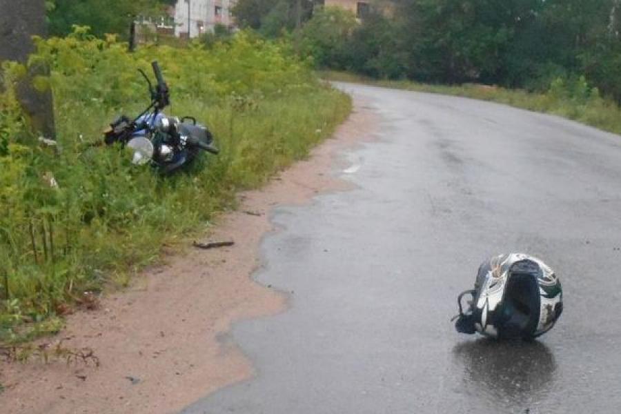 В Торопце погиб 17-летний мотоциклист, врезавшийся в столб