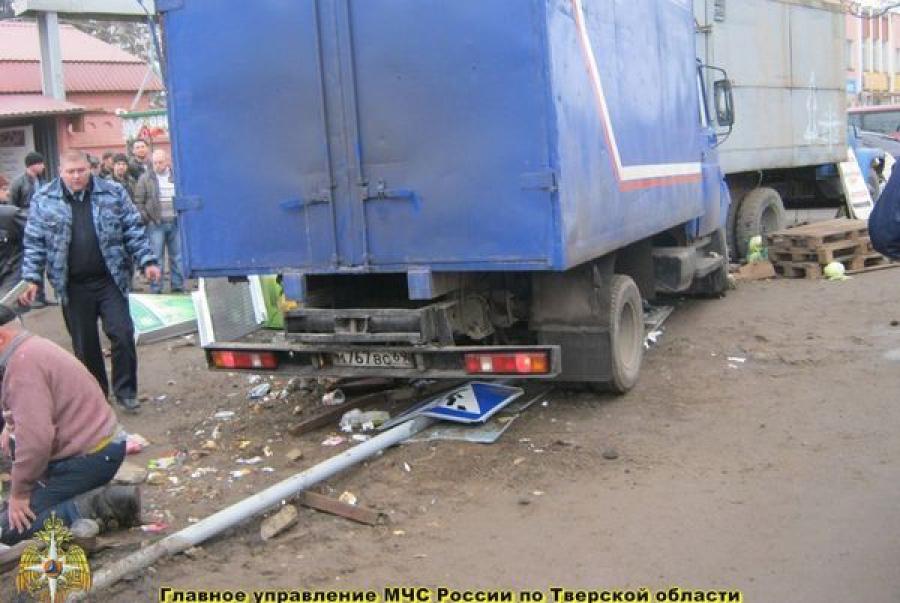 В Кимрах фургон «Почты России» сбил трех человек