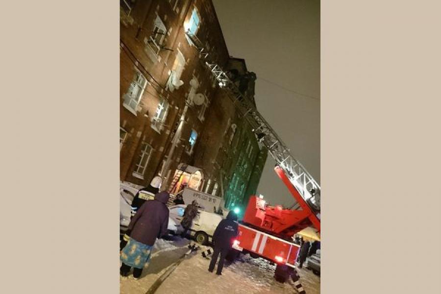 В Твери на пожаре в общежитии на улице Спартака пострадали люди